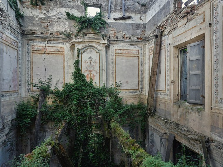 The-beauty-of-abandoned-buildings-014