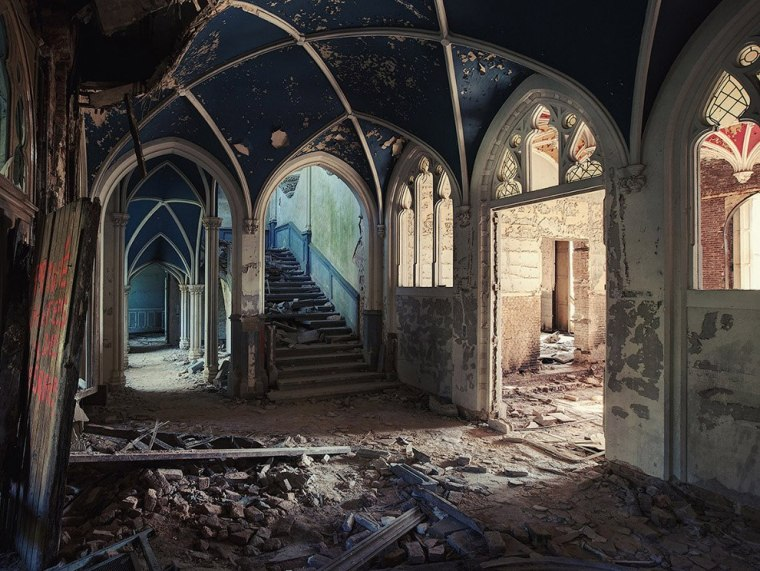 The-beauty-of-abandoned-buildings-017