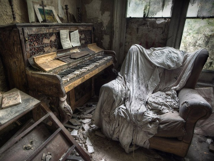 The-beauty-of-abandoned-buildings-018