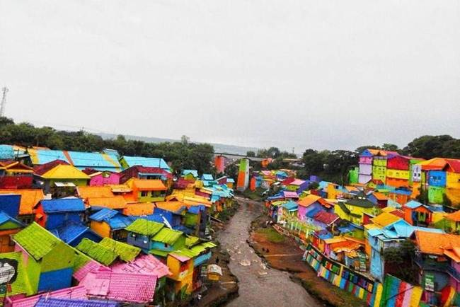 The-Colorful-village-in-Indonesia-Kampung-Pelangi-007