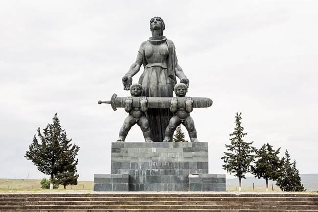 05-Marneuli-And-They-Shall-Grow-a-sculpture-of-Merab-Berdzenishvili