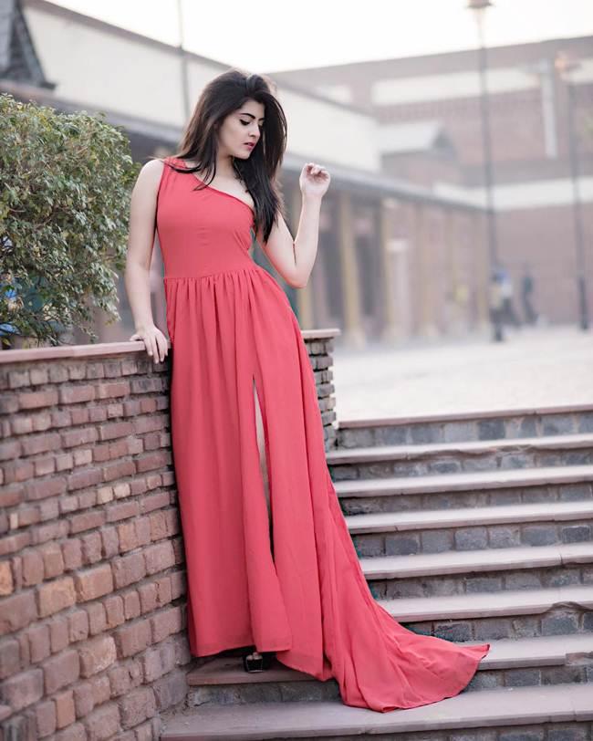 SALONI-SEHRA-Instagram-Celebrity-012