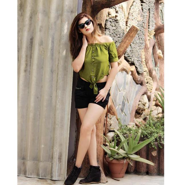 SALONI-SEHRA-Instagram-Celebrity-013