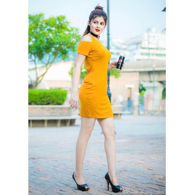 SALONI-SEHRA-Instagram-Celebrity-016