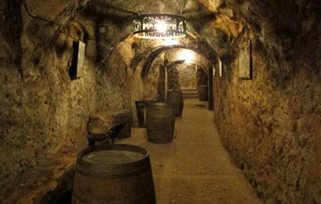 The catacombs of wine bodegas of aranda de duero spain - Bodegas rusticas de obra ...
