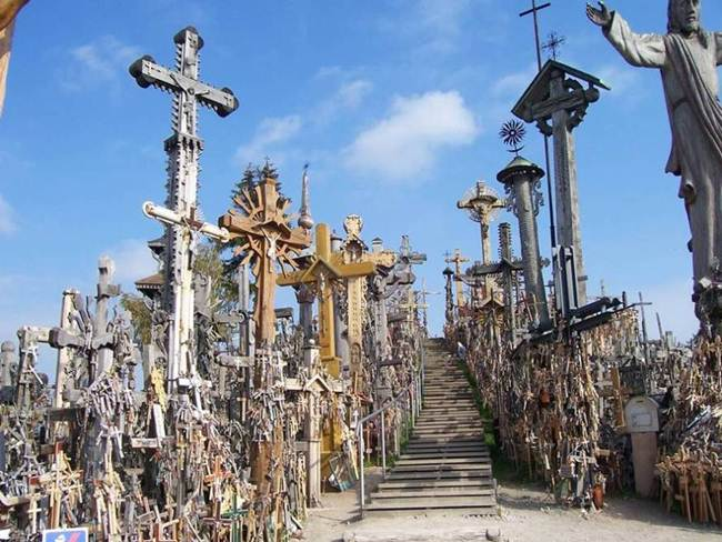 Hill-of-crosses-in-lithuania-003