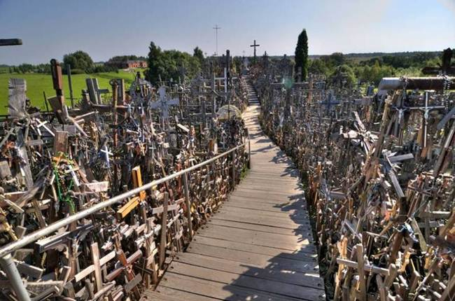 Hill-of-crosses-in-lithuania-004