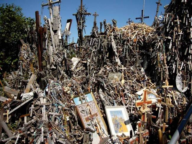 Hill-of-crosses-in-lithuania-005