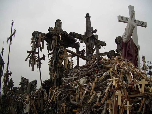 Hill-of-crosses-in-lithuania-006