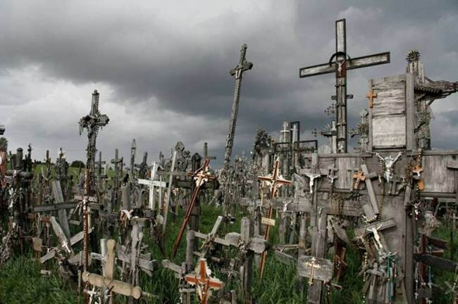Hill-of-crosses-in-lithuania-007