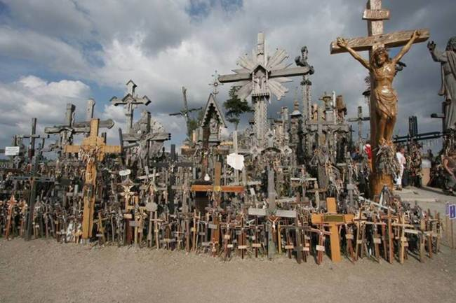 Hill-of-crosses-in-lithuania-008