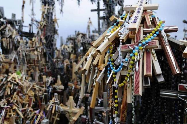 Hill-of-crosses-in-lithuania-009