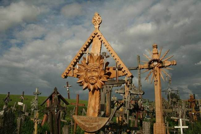 Hill-of-crosses-in-lithuania-010