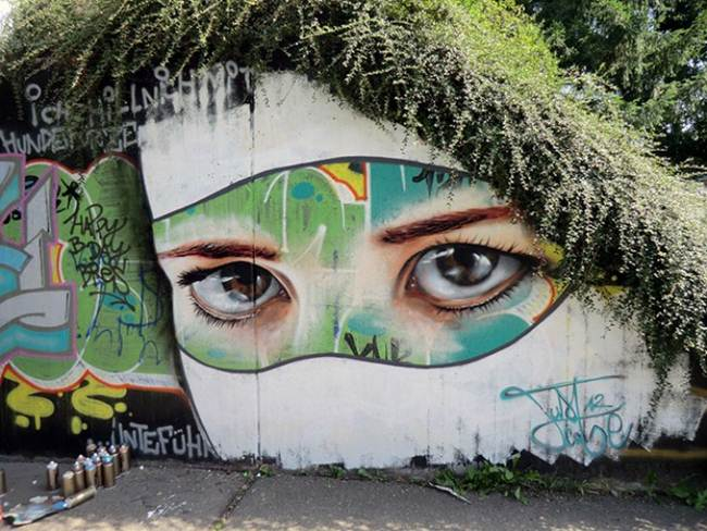 Street-Art-Installations-That-Cleverly-Interact-With-Nature-011