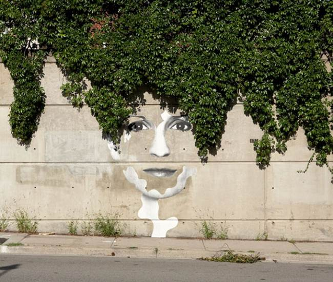 Street-Art-Installations-That-Cleverly-Interact-With-Nature-015
