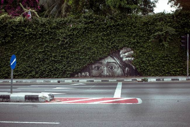 Street-Art-Installations-That-Cleverly-Interact-With-Nature-017