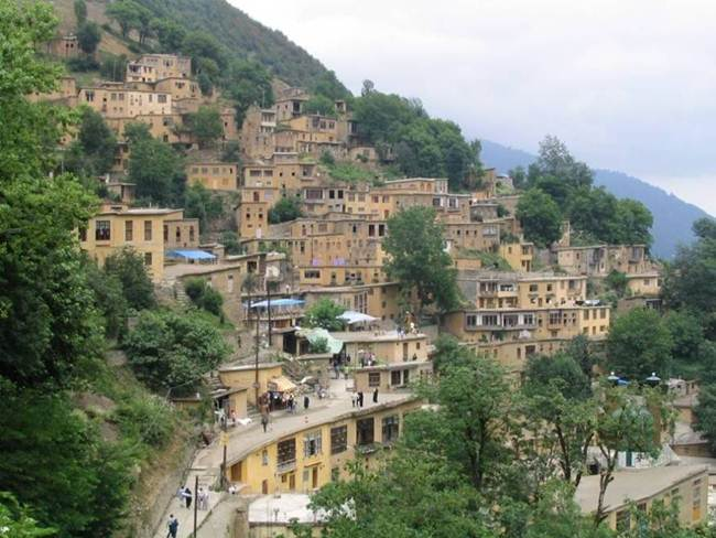 The-Roofs-and-Streets-Become-One-in-Ancient-and-Historic-Masuleh-village-of-Iran004
