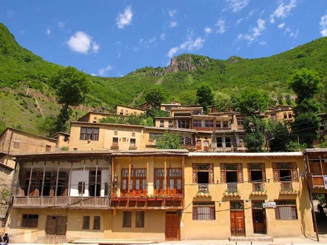 The-Roofs-and-Streets-Become-One-in-Ancient-and-Historic-Masuleh-village-of-Iran006