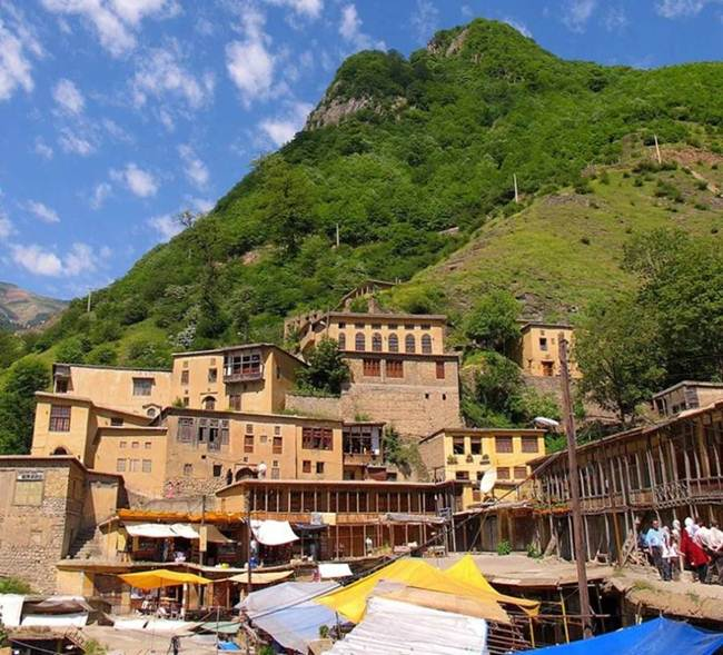 The-Roofs-and-Streets-Become-One-in-Ancient-and-Historic-Masuleh-village-of-Iran010