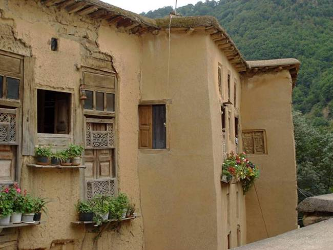 The-Roofs-and-Streets-Become-One-in-Ancient-and-Historic-Masuleh-village-of-Iran011