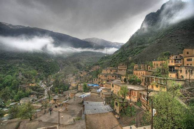 The-Roofs-and-Streets-Become-One-in-Ancient-and-Historic-Masuleh-village-of-Iran013