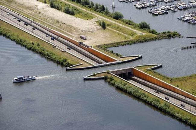 Veluwemeer-Aqueduct-Holland-003