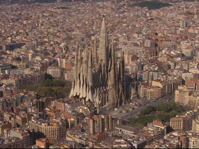 An-incredible-cathedral-built-by-termites-Gudsol-003