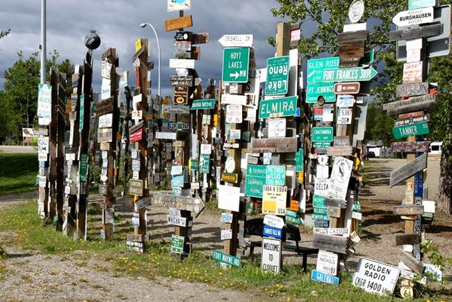 Sign-Post-Forest-of-Watson-Lake-Canada-Gudsol-002