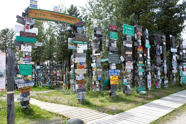 Sign-Post-Forest-of-Watson-Lake-Canada-Gudsol-004