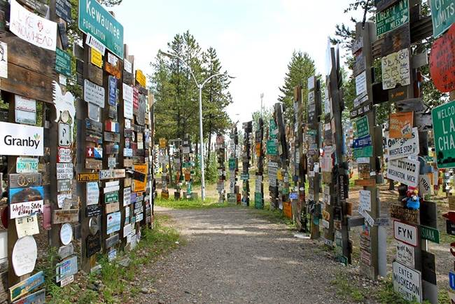 Sign-Post-Forest-of-Watson-Lake-Canada-Gudsol-007