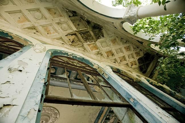 08_Train-station-in-Abkhazia