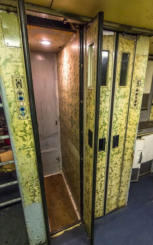 Elevator in the plane Il 86