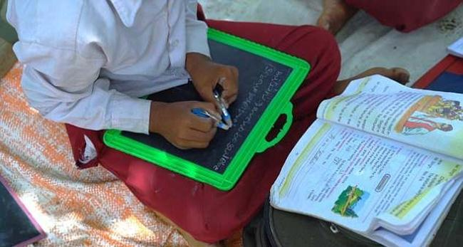 The-only-ambidextrous-school-in-India-where-children-write-with-both-hands-gudsol-002