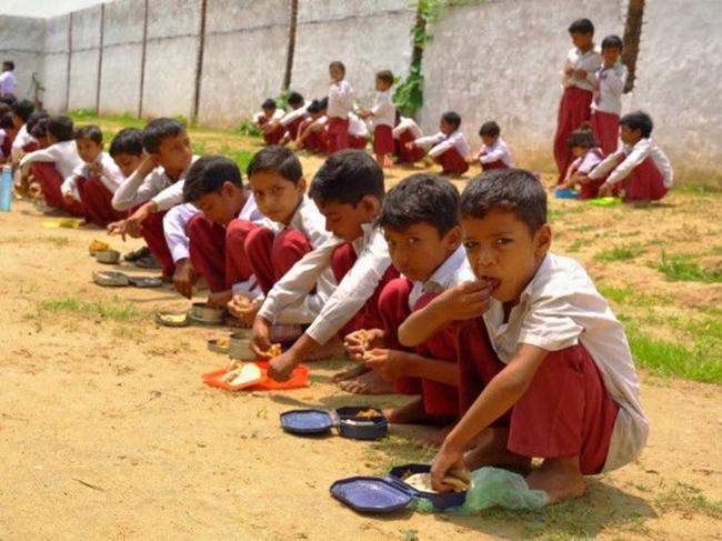 The-only-ambidextrous-school-in-India-where-children-write-with-both-hands-gudsol-003