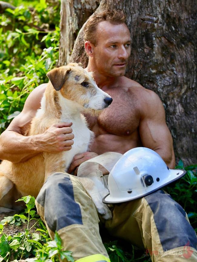 australian_firefighters_with_animals_for_the_calendar_for_2019-026