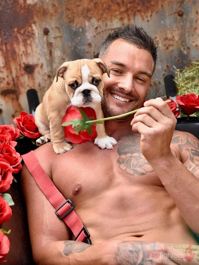 australian_firefighters_with_animals_for_the_calendar_for_2019-035