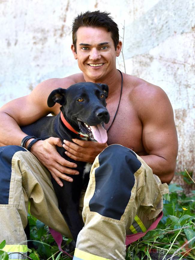 australian_firefighters_with_animals_for_the_calendar_for_2019-038