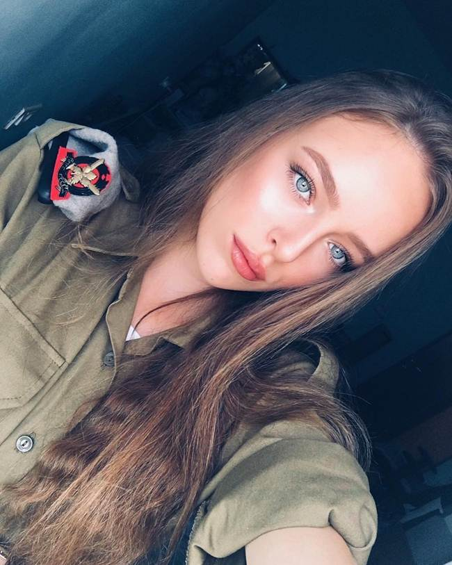 Beautiful Israeli women who serve in the army