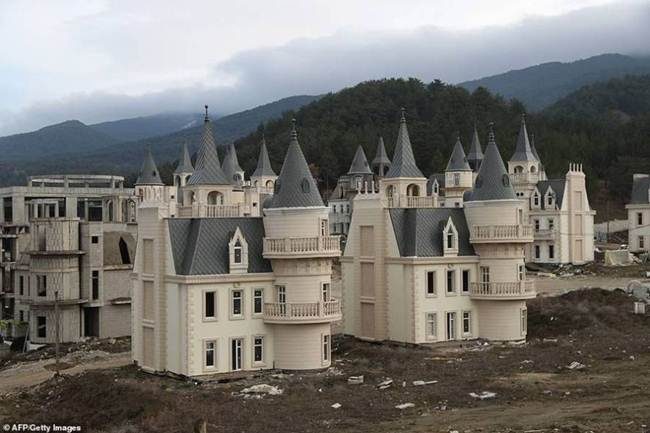 grim_fairytale_turkish_property-castles-002