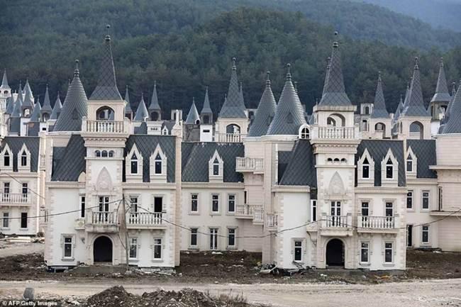 grim_fairytale_turkish_property-castles-003