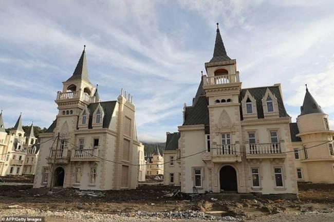 grim_fairytale_turkish_property-castles-005