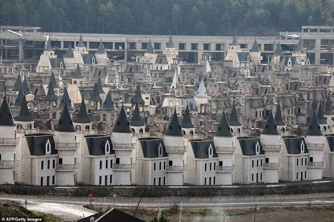grim_fairytale_turkish_property-castles-006
