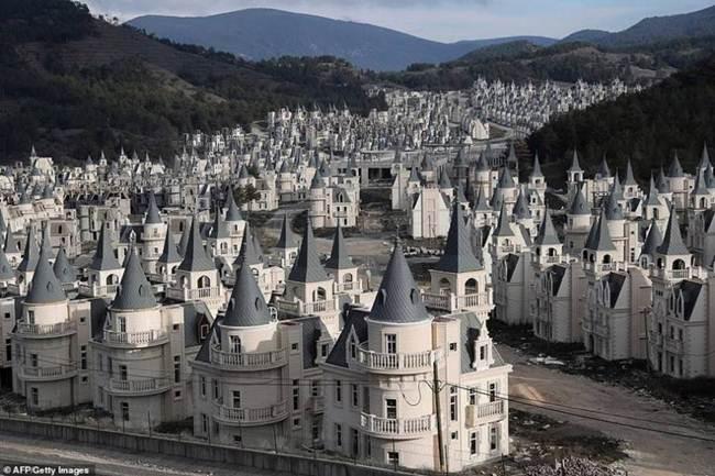 grim_fairytale_turkish_property-castles-007
