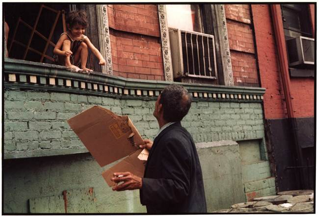 Streets_Of_New_York_1930-80s_Through_The_Eyes_Of_Photographer_Helen-Levitt-002