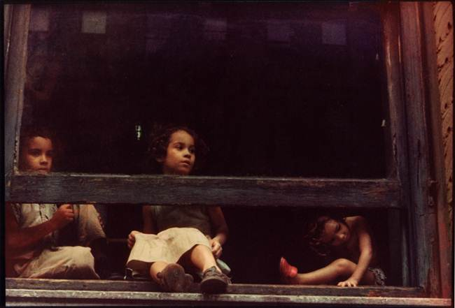 Streets_Of_New_York_1930-80s_Through_The_Eyes_Of_Photographer_Helen-Levitt-006