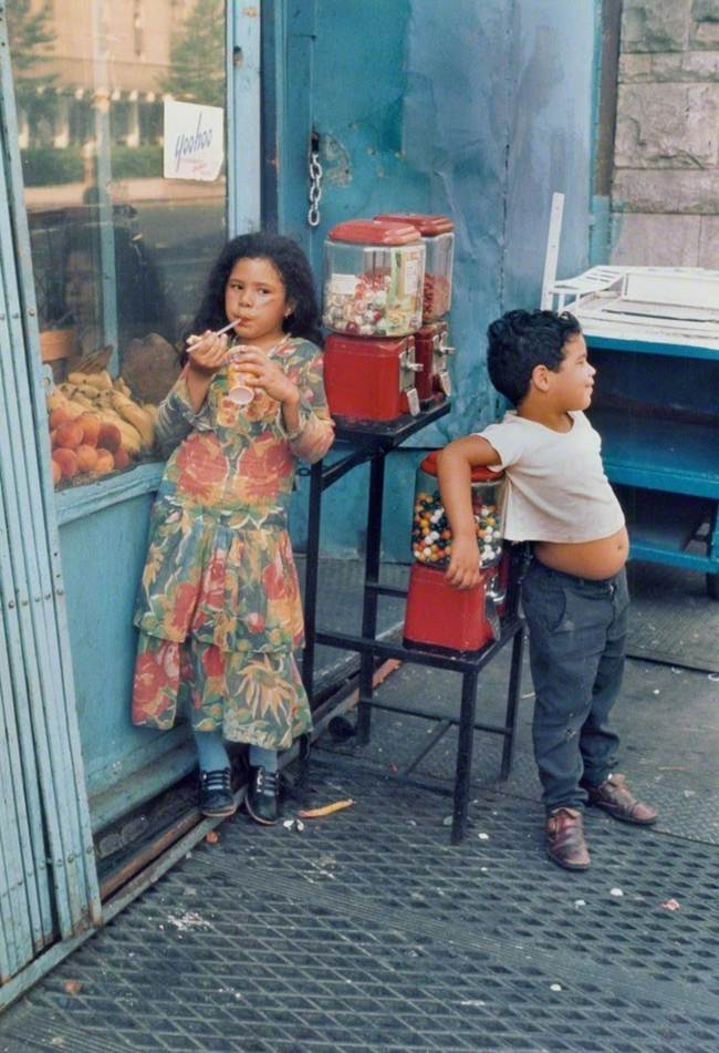Streets_Of_New_York_1930-80s_Through_The_Eyes_Of_Photographer_Helen-Levitt-008