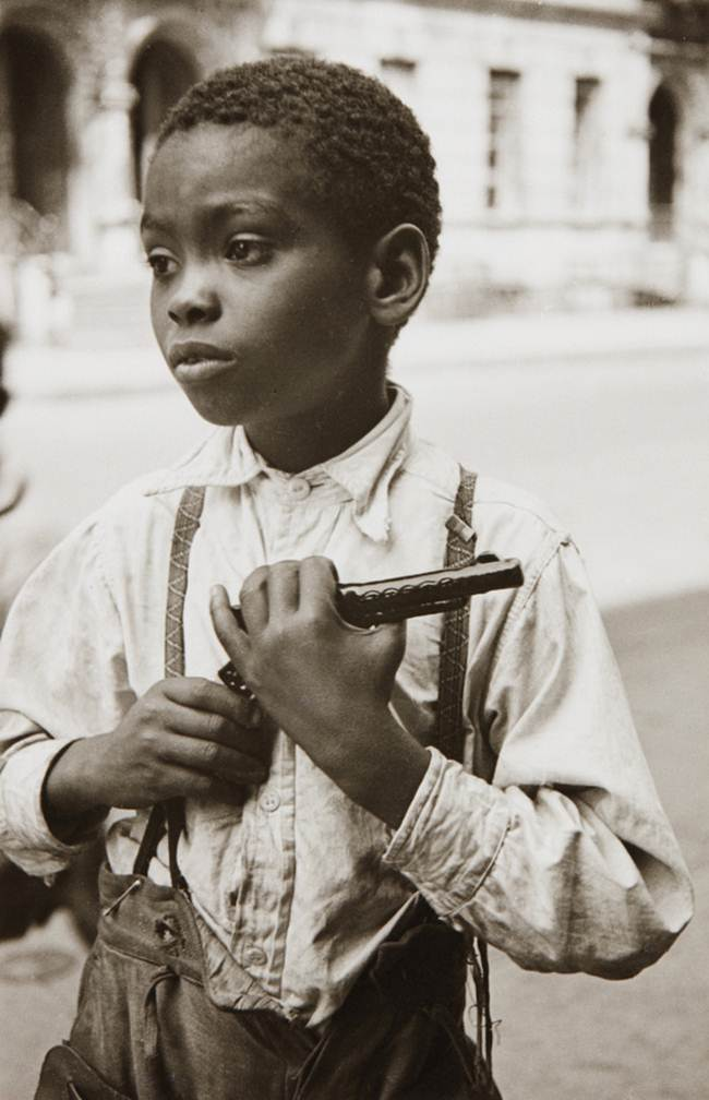 Streets_Of_New_York_1930-80s_Through_The_Eyes_Of_Photographer_Helen-Levitt-015