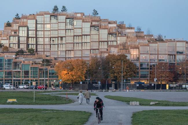 Unusual_cascade_residential_complex_in_Stockholm-Sweden-012