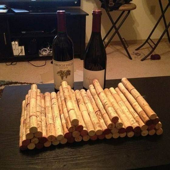 Wine_cork_crafts_and_Wine_cork_table-002