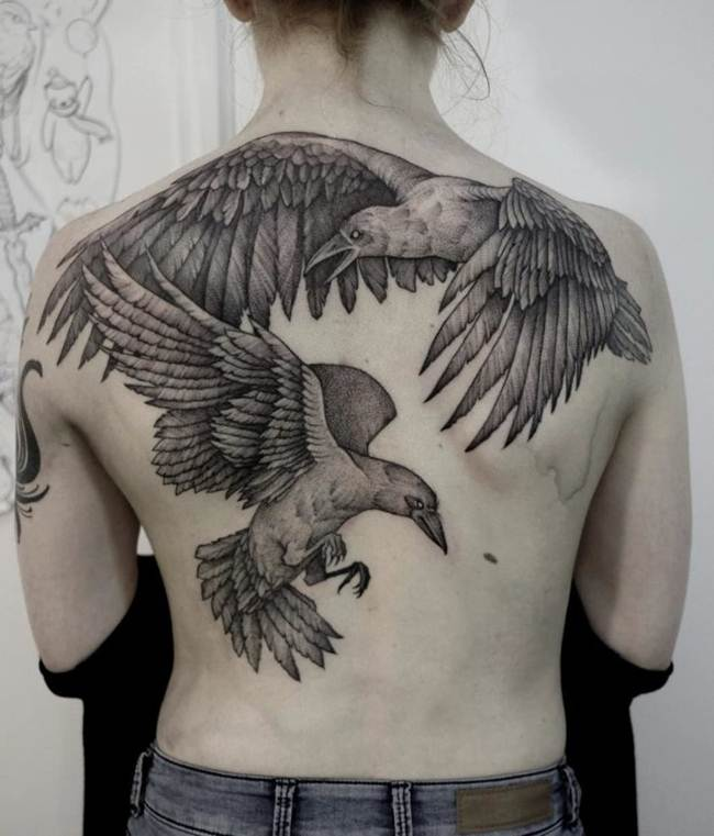 Female-tattoo-on-the-back-010